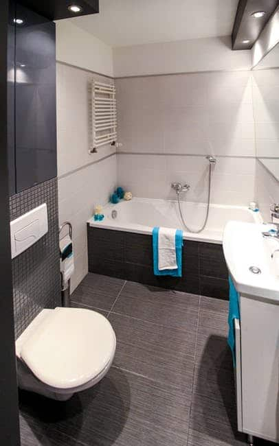 An attractive modern bathroom with an elegant white bathtub surround. Choosing from among the many bathtub surrounds available to you can be difficult, but our guide to the subject will help make it easy.